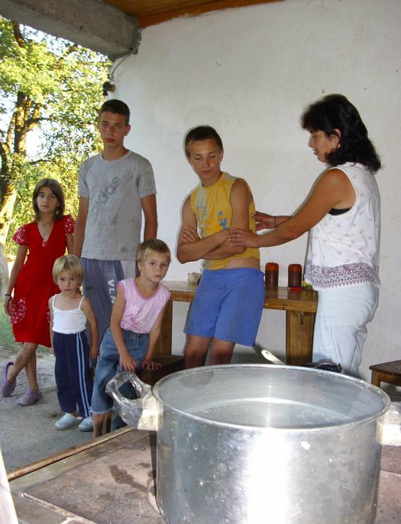 Snežana i njena deca će uskoro ostati i bez socijalne pomoći