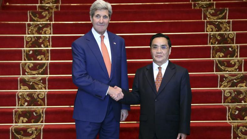 John Kerry i Thongsing Thammavong