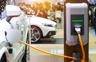 Wyższe limity amortyzacji dla samochodów elektrycznych niepewne. Z kupnem warto zaczekać