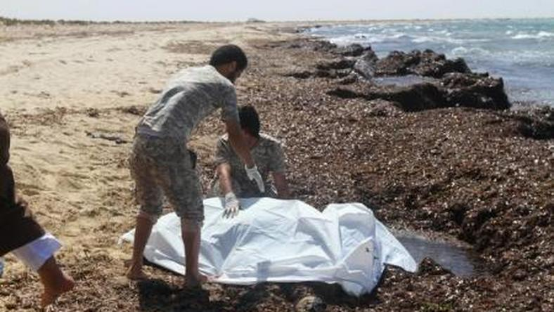 Guards place the body of a migrant into a body bag after a boat sank off the coastal town of Zuwara, west of Tripoli, Libya June 4, 2016.