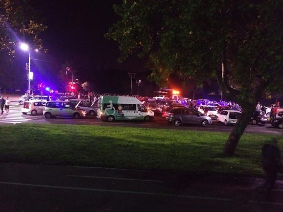 Na terenu je 20 policijskih vozila