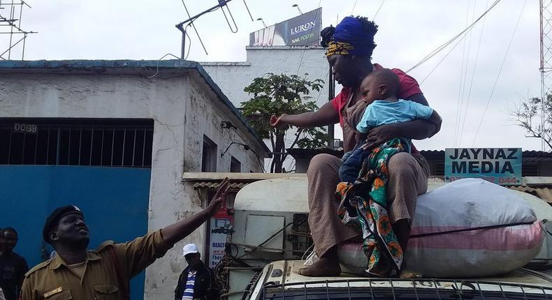 Harassed female hawker forced to climb on Kanjo vehicle with baby at Fire Station in Nairobi CBD