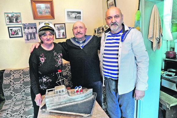 Ranko sa sinom Slobodanom i snajom Verom za njegov 88. rođendan