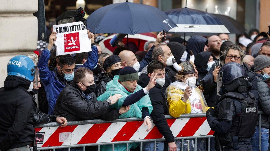 Protesty przedstawicieli branż zamkniętych z powodu pandemii COVID-19 w Rzymie