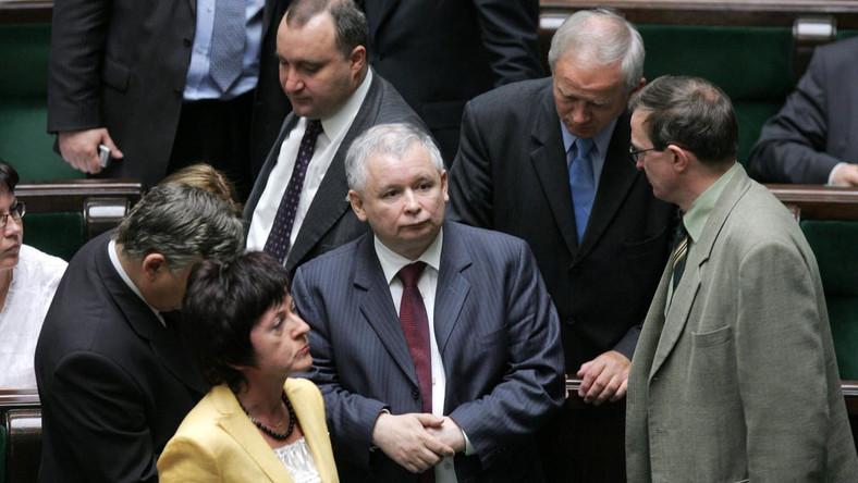 Spadła liczba osób źle oceniających sytuację polityczną w Polsce