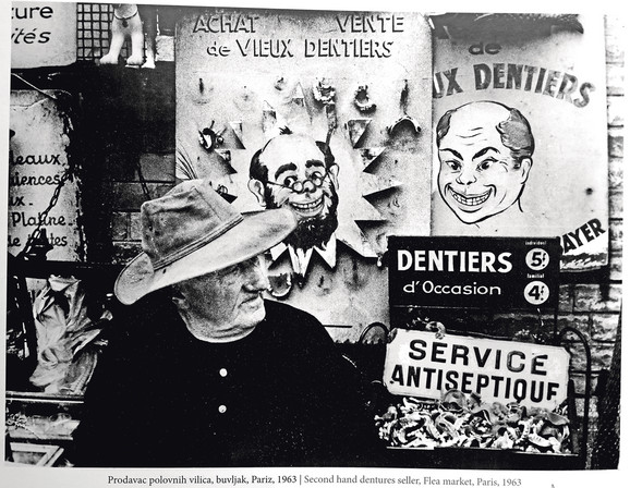 Prodavac polovnih vilica, buvljak, Pariz, 1963.
