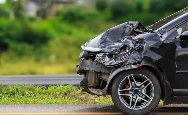 Sprawa sprowadza się do tego, czy trzeba ubezpieczyć auto, które nie jest używane i stoi na prywatnym terenie
