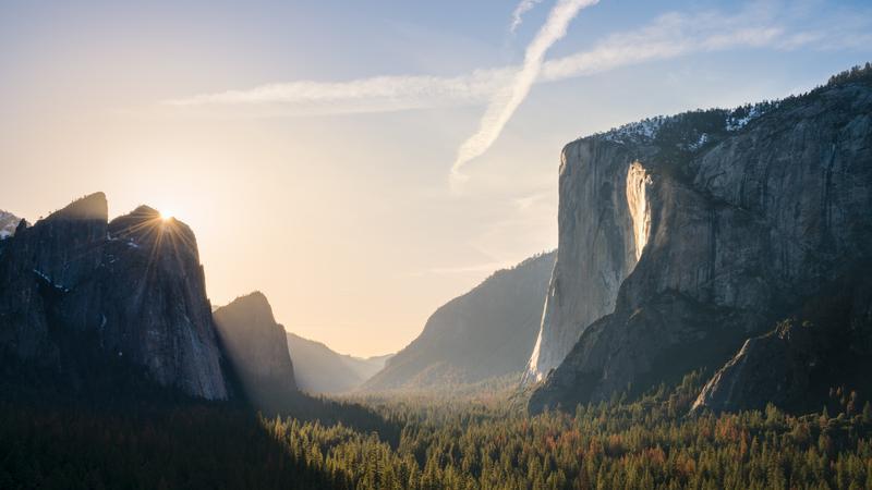 Gdy woda zamienia się w ogień. Ognisty wodospad Horsetail w Parku Narodowym Yosemite