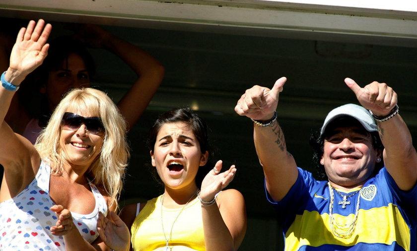 Była żona Maradony Claudia Villafane, ich córka Giannina (w środku) i Diego