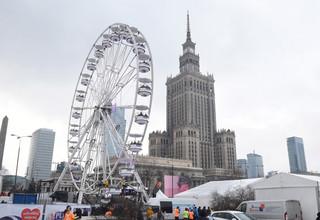 Warszawa: Przed PKiN trwa koncert 25. Finału WOŚP