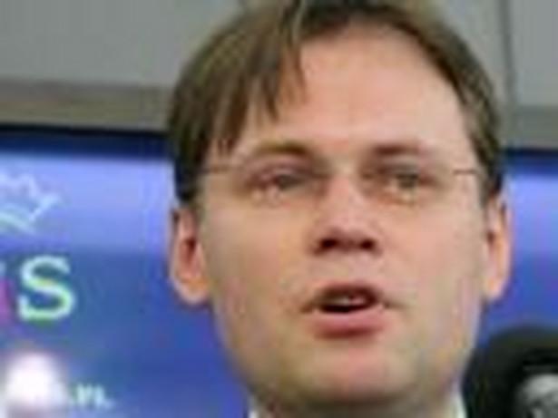Arkadiusz Mularczyk (PiS) zaprotestował przeciw zaczynaniu nowego wątku przed skończeniem badania sprawy dotyczącej okoliczności zatrzymania ministra Tomasza Lipca i zaplanowanym na przyszłą środę posiedzeniem Trybunału Konstytucyjnego ws. legalności komisji śledczej.