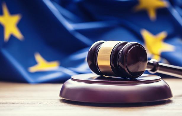 KE poinformowała, że w szczególności jej niepokój budzą przepisy prawne zmieniające polskie prawo telekomunikacyjne, które doprowadziły do przedterminowego wygaśnięcia mandatu szefa krajowego organu regulacyjnego - Urzędu Komunikacji Elektronicznej.