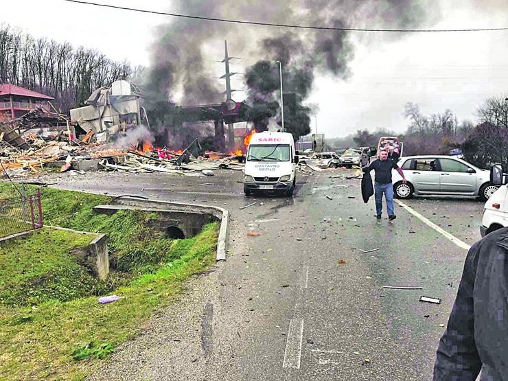 U eksploziji u Zvorniku poginuo je Zoran Avramović iz okoline Loznice koji je zastao pored pumpe da vidi šta se dešava i na mestu ostao mrtav