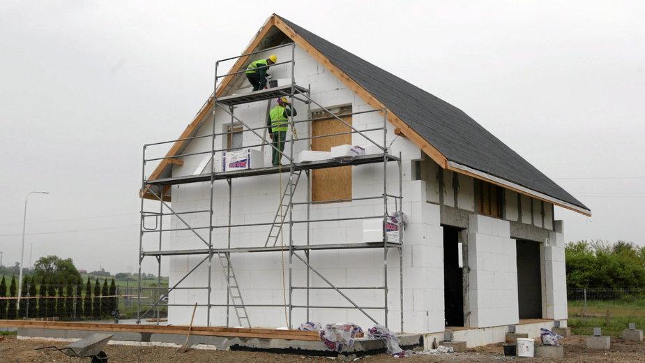 """Domy na zgłoszenie do 70 m2. """"Domy typowe mogą dać dobre efekty"""""""