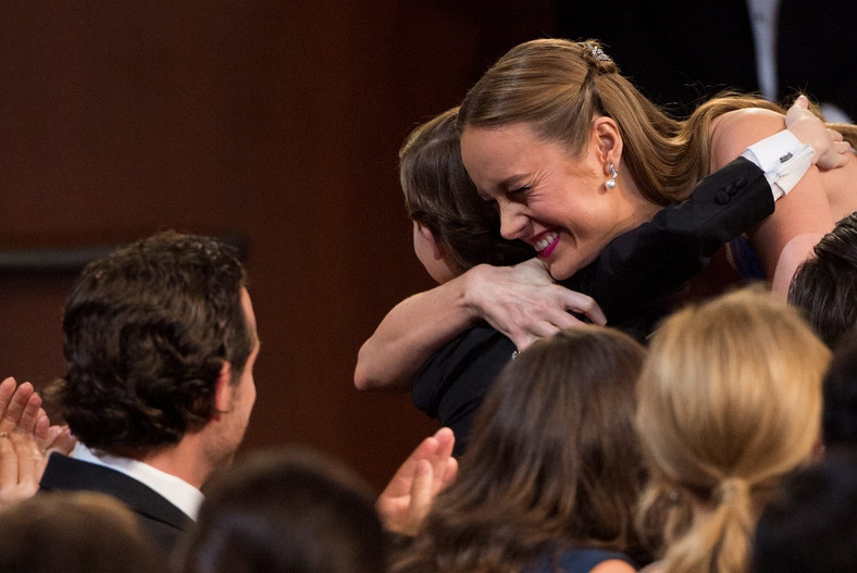 Brie Larson odbiera gratulacje od filmowego synka Jacoba Tremblay'a