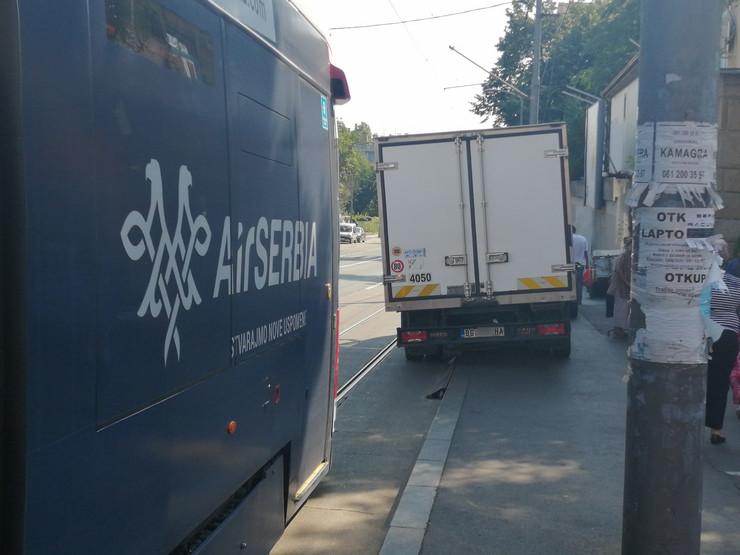 kamion blokirao tramvaj