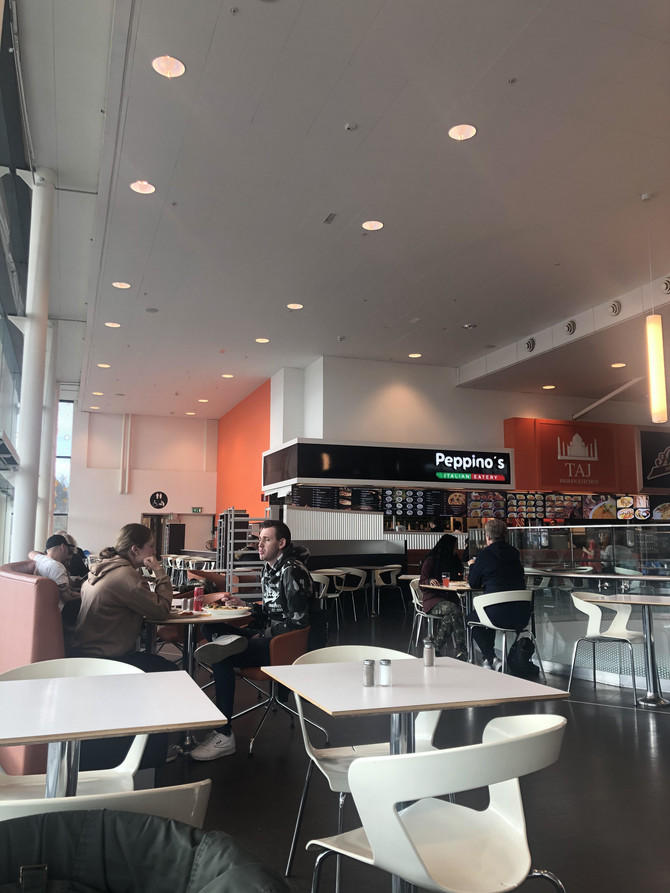 Slika iz kafića u Švedskoj