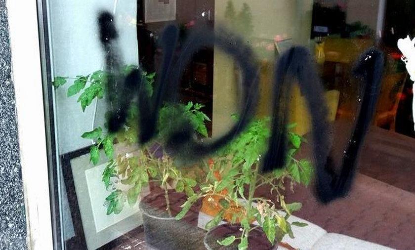 """Napisali """"WON"""" na kawiarni prowadzonej przez autystów"""