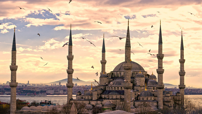 Błękitny Meczet w Stambule (Sultanahmet Camii). Wybudowany w XVII wieku na polecenie sułana Ahmeda I