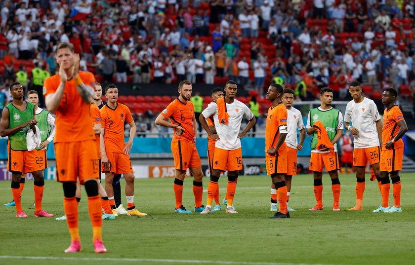 Holendrzy w meczach grupowych kroczyli od zwycięstwa do zwycięstwa – w trzech meczach stracili tylko dwie bramki, strzelili osiem.