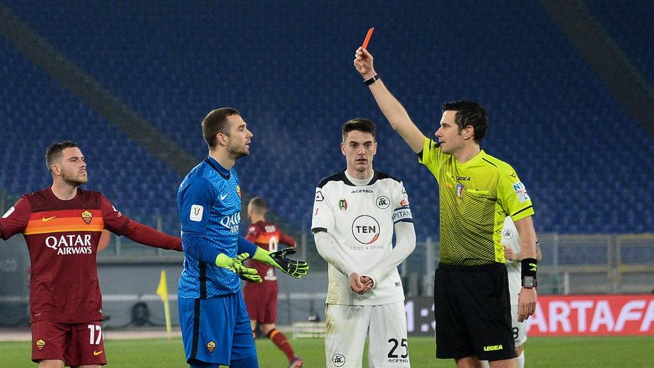 Czerwona kartka dla Pau Lopeza