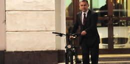Napieralski wsiada na rower. Po co?