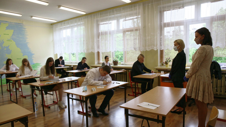 Uczniowie podczas egzaminu ósmoklasisty w Szkole Podstawowej nr 21 w Gorzowie Wielkopolskim