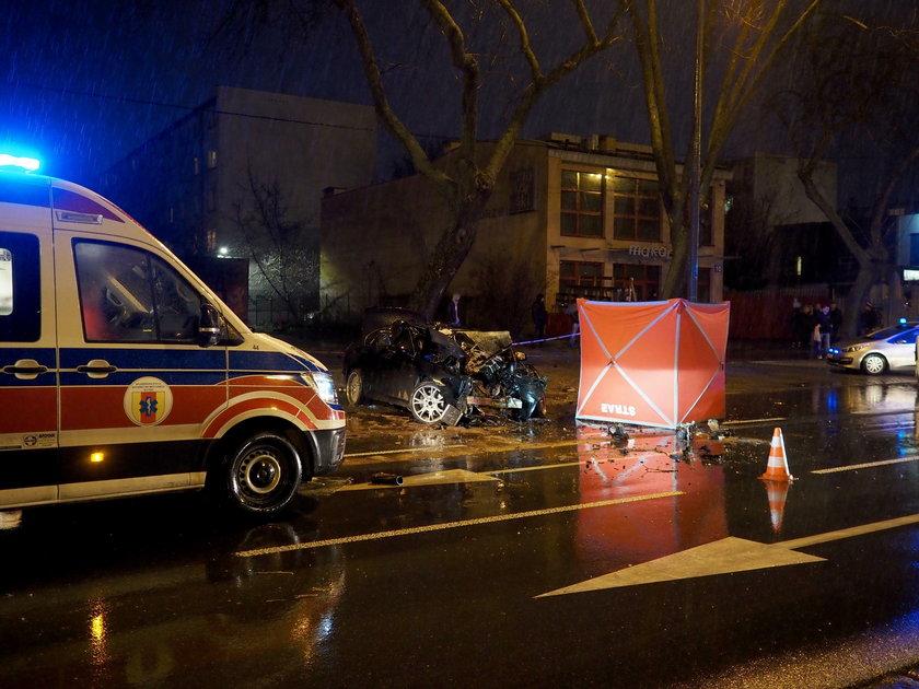BMW rozbite w Łodzi. Zginął kierowca