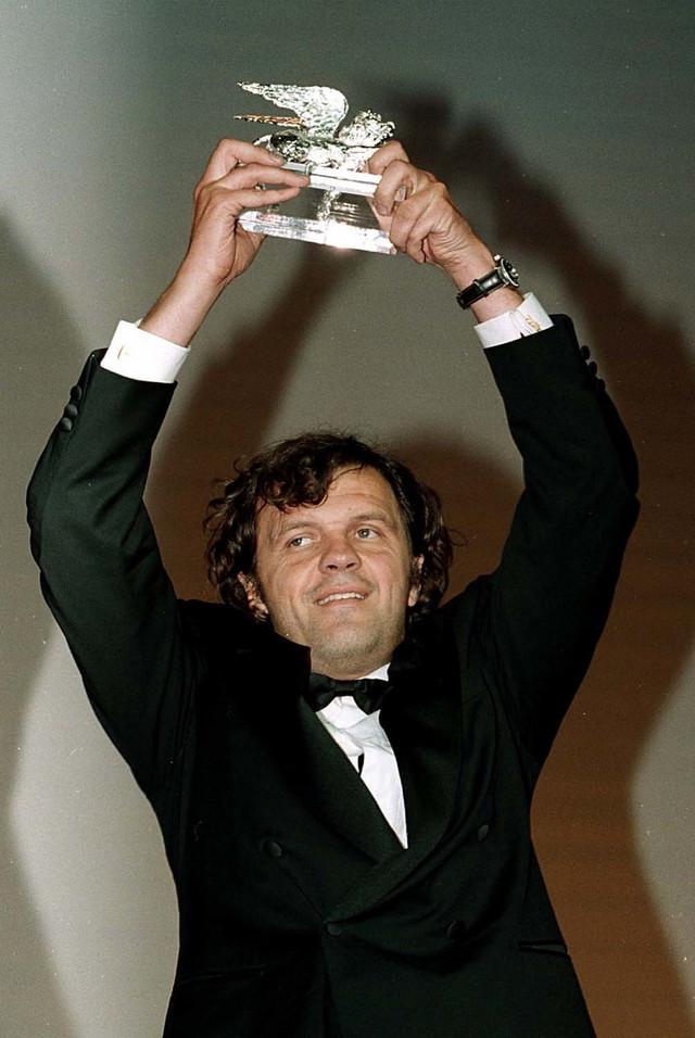 Emir Kusturica sa Srebrnim lavom 1998. godine