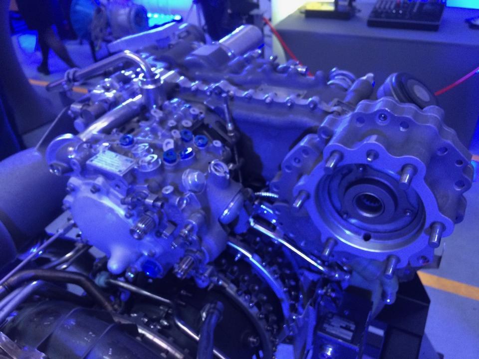 W ciągu godziny pracy silnik ten zużywa maksymalnie 406 kg paliwa lotniczego.