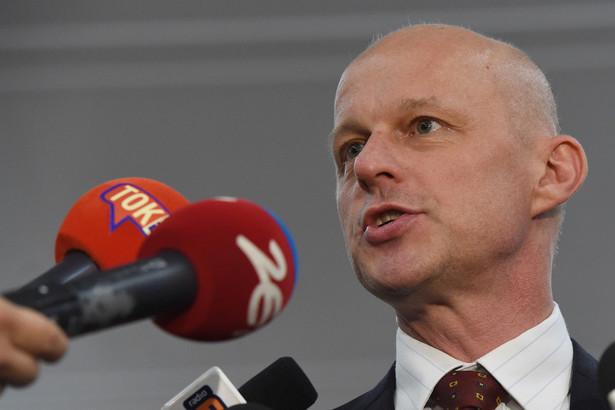 Odwołany ze stanowiska ministra finansów Paweł Szałamacha podczas konferencji prasowej w siedzibie MF.