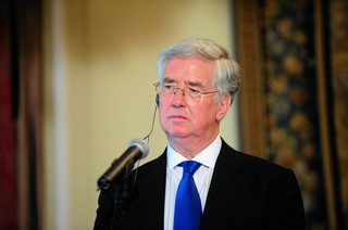 Brytyjski minister obrony podał się do dymisji