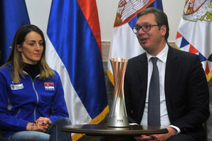 Vučić dočekao odbojkašice Srbije, selektor Terzić mu poklonio ZLATNU MEDALJU sa Svetskog prvenstva