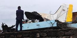 Samolot pasażerski spadł na domy. Nie żyje 26 osób