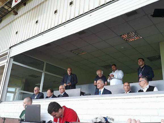 Delegacija Crvene zvezde na stadionu u Rigi