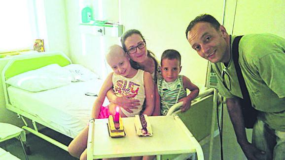 Teodora sa svojom porodicom (arhivska fotografija)