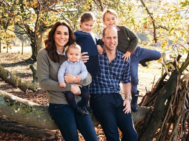 Księżna Catherine i książę William z dziećmi