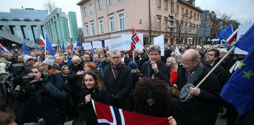 Marsz w Warszawie. Dziennikarz nagrał, jak jest lżony i obrażany. Szokujące obrazki