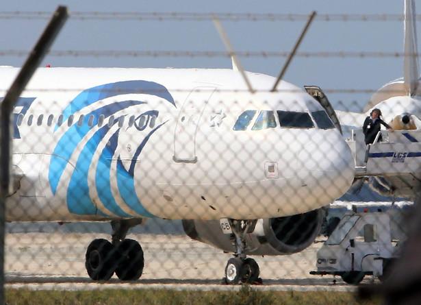 Porywacz samolotu linii lotniczych EgyptAir to obywatel Egiptu, którego była żona przebywa na Cyprze - podały we wtorek miejscowe media