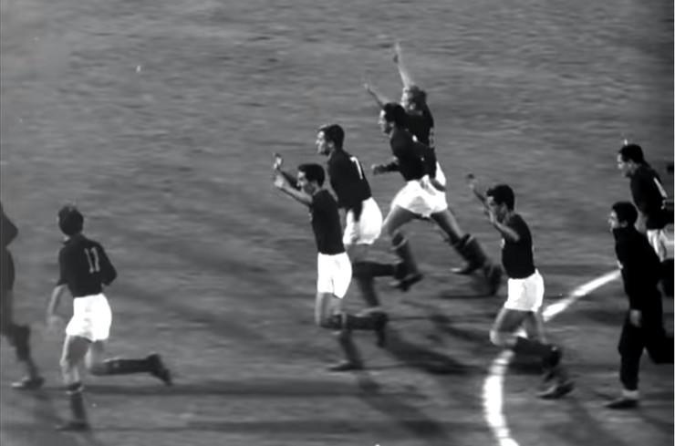 Fudbaleri Jugoslavije slave olimpijsku medalju 1960 godine
