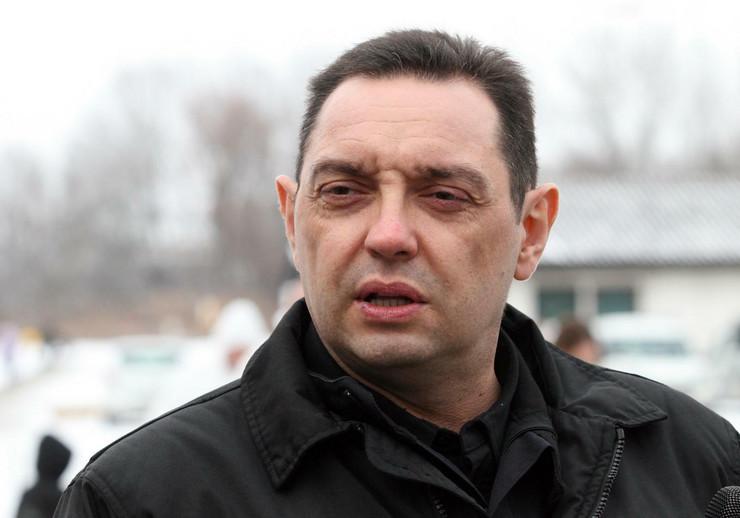 Aleksandar Vulin, Izbeglice, Migranti, Krnjača