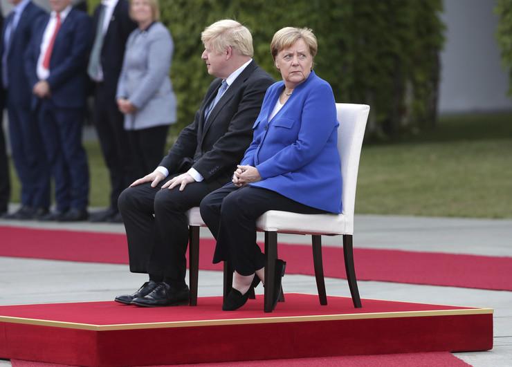 Boris Džonson Berlin Angela Merkel