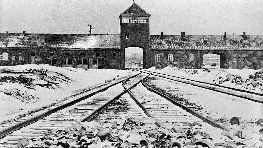 Brama wjazdowa do obozu koncentracyjnego Auschwitz-Birkenau