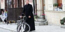 """""""Ojciec Mateusz"""" zdjęty przez dzieło Gmyza"""