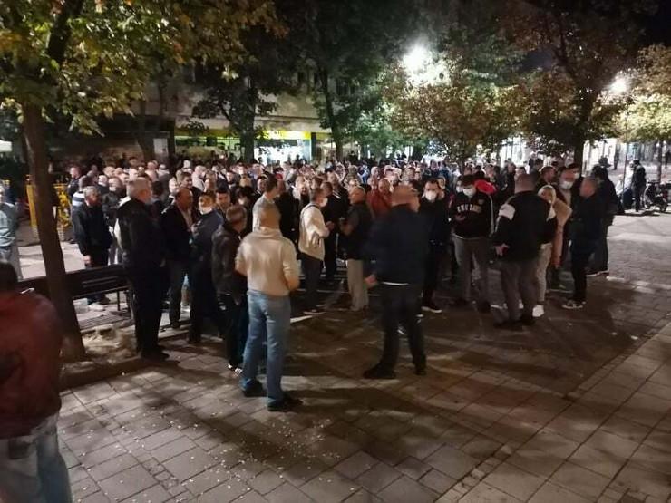 Šabac, članovi GIK započeli štrajk glađu u zgradi gradske uprave, građani im daju podršku
