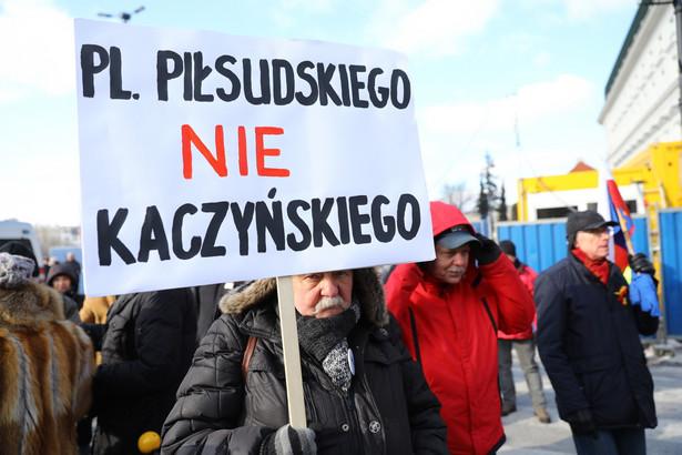 Protest w Warszawie przeciw budowie pomnika smoleńskiego