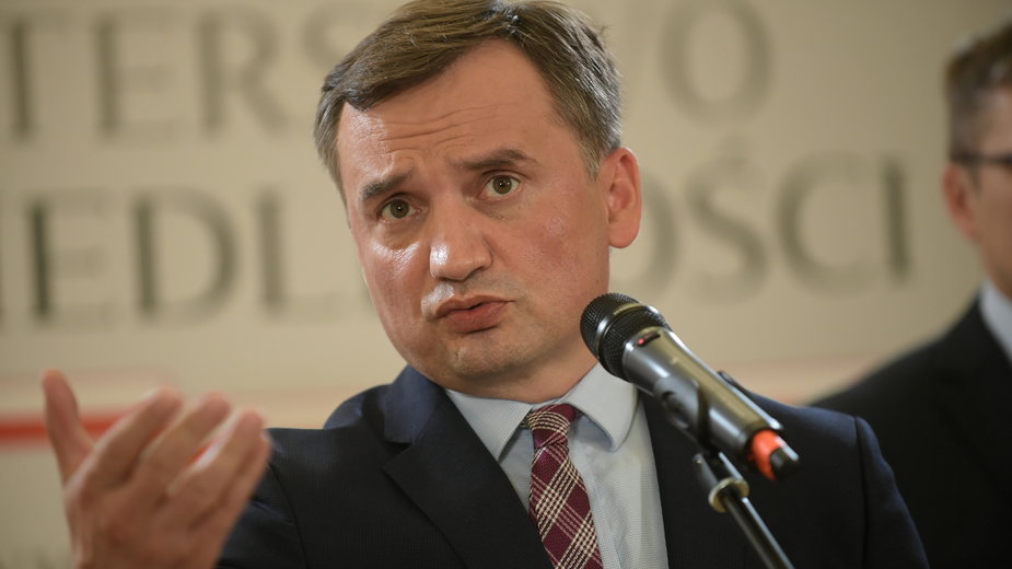 Zbigniew Ziobro podczas konferencji prasowej w siedzibie resortu sprawiedliwości w Warszawie