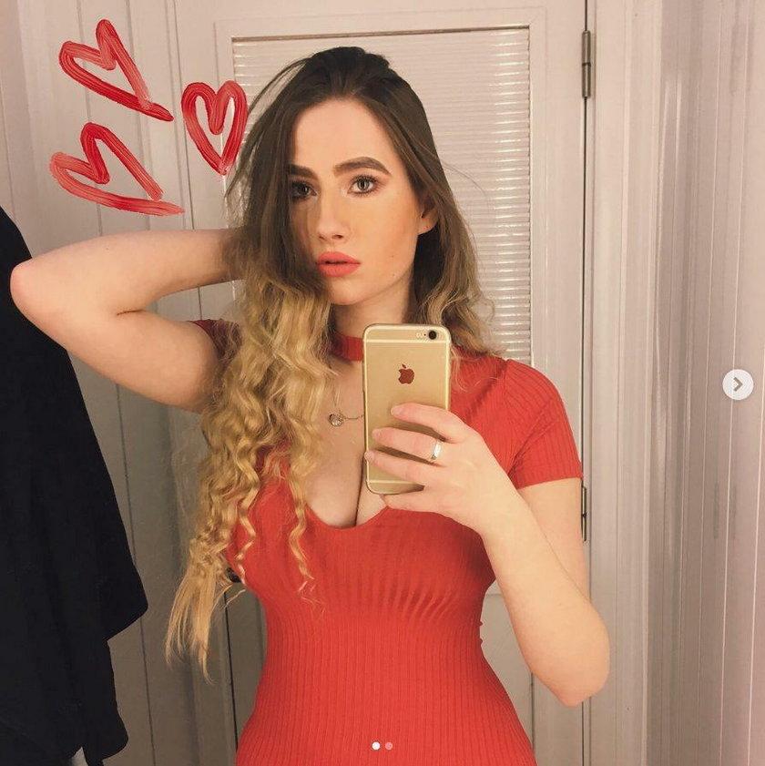 Ma 21 lat. Studiuje kulturoznawstwo, maluje i seksownie pozuje...