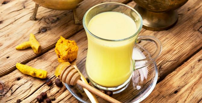 U čašu mleka umešajte kašićicu kurkume