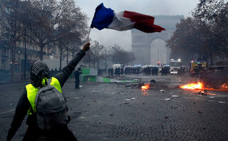 Francja: Rząd rozważa wprowadzenie stanu wyjątkowego